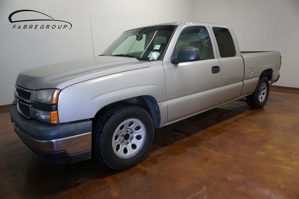 Pre-Owned 2007 Chevrolet Silverado 1500 Classic Extended Cab LS1