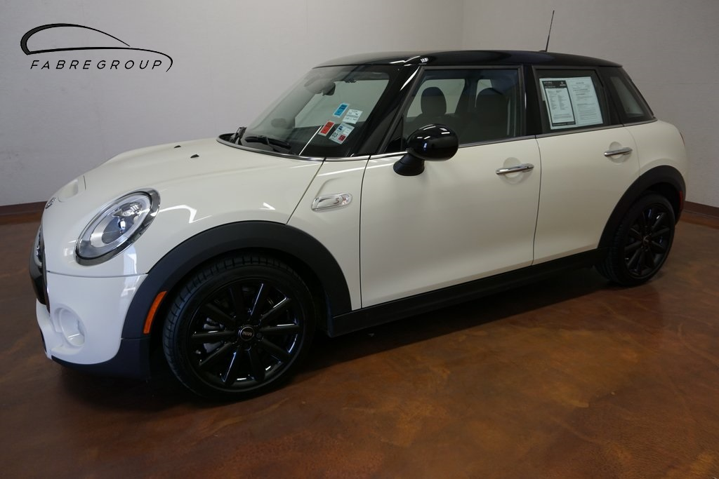 Pre-Owned 2017 MINI Cooper S 4D Hatchback Leather, Sunroof, Navigation
